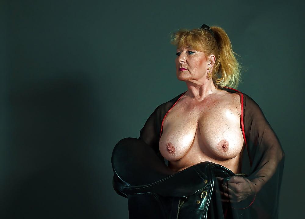 Vanleuven recommend Hot brunette porn pics